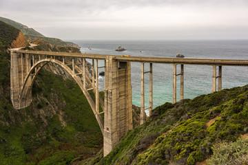 Cadres-photo bureau Cote Bixby Bridge, An historic bridge on California Highway One, near Big Sur in Monterey County, California.