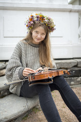 Teenage girl with violin