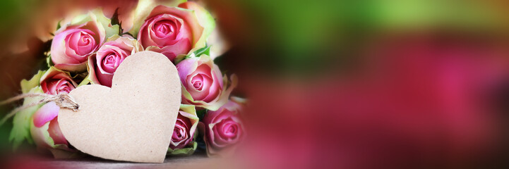 Bouquet of roses with a greeting card_001