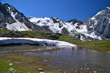Foto op Aluminium Reflectie Alpine lake on the Ortles Massif, in South Tyrol, Italy