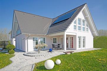 modernes , hochwertiges Einfamilienhaus mit Garten