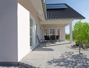 schöner Terrassenbereich eines Hauses