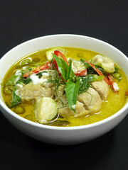 authentic thai food - kaeng kiaw wan gai - thai green curry with chicken
