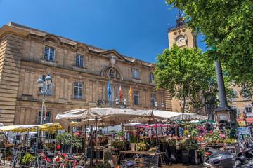 Hôtel de Ville et Marché aux fleurs, Aix en Provence, France