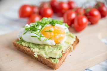 Avocado Toast mit Ei