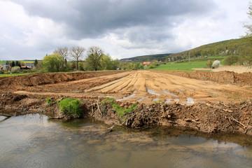Baustelle endet am Bachufer