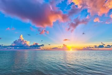 Poster Mer / Ocean Colorful sunrise over ocean on Maldives