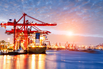 Industrial container freight Trade Port scene at sunset Fototapete