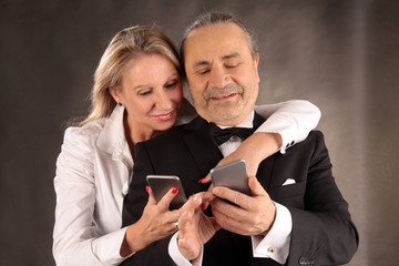 couple and mobile phones