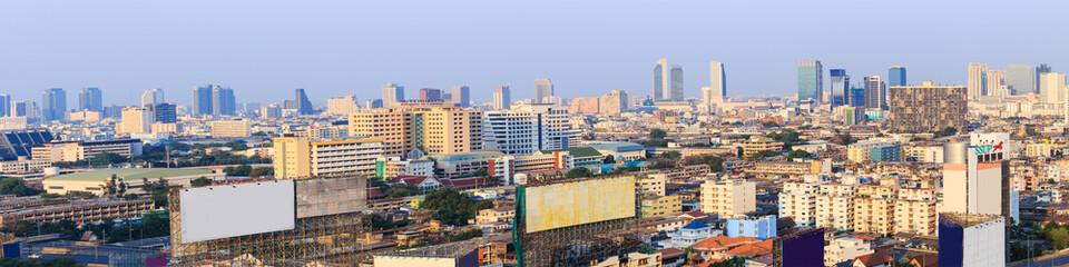 Scene of Bangkok high-rise buildings andexpressway