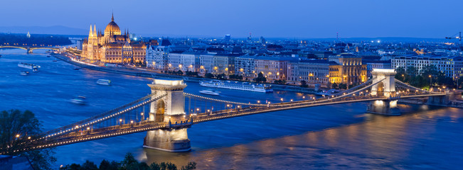 Printed kitchen splashbacks Budapest Skyline of Budapest with Chain Bridge and Parliament Building, Hungary
