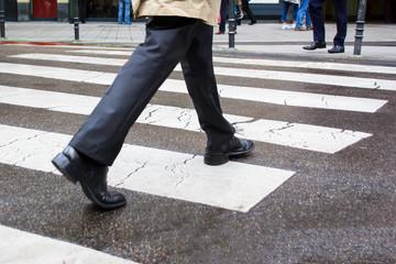 Fußgänger am Zebrastreifen