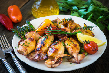 Grilled squids with asparagus and potato