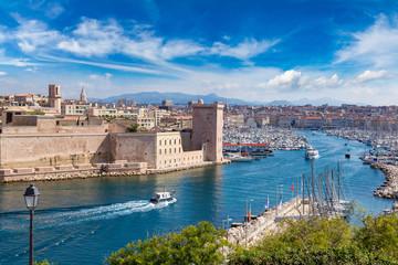 Fond de hotte en verre imprimé Piscine Saint Jean Castle and Cathedral de la Major in Marseille