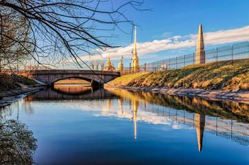 Кронверкский проток,Восточный Артиллерийский мост,обелиск на месте казни декабристов и Петропавловский собор.