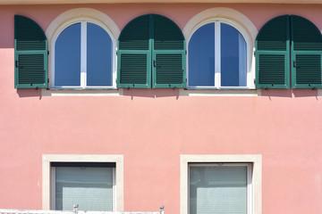 Cerca immagini mano aperta - Finestre condominiali aperte o chiuse ...