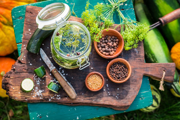 Preparation for pickled courgettes with spices
