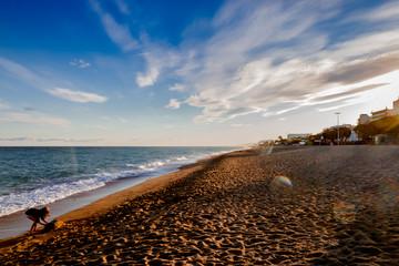 Coucher de soleil sur la plage de Pineda De Mar