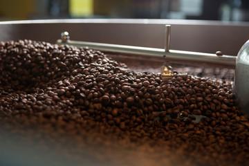 frisch geröstete Kaffeebohnen  - Nahaufnahme