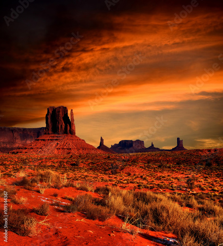 Wall mural Sunset Skies Monument Valley
