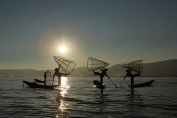 Die Einbeinruderer vom Inle See in Myanmar