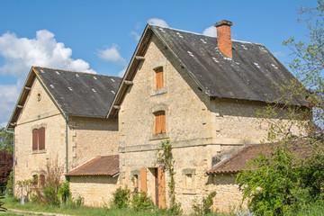 maisons dans un village du périgord
