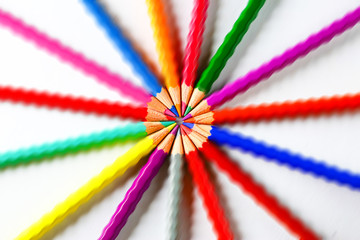 color pencils with wave of color to joint the tip