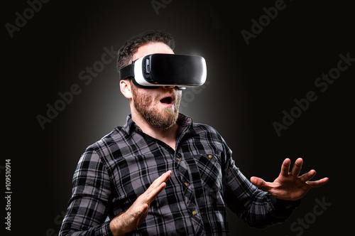virtual reality stockfotos und lizenzfreie bilder auf bild 109510914. Black Bedroom Furniture Sets. Home Design Ideas