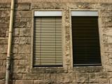 zwillingsfenster mit jalousien als sonnenschutz in der fassade des hauptbahnhofs in bielefeld. Black Bedroom Furniture Sets. Home Design Ideas