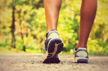 Laufen auf Waldweg