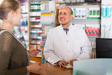 pharmacist counseling customer