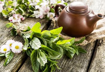 fragrant mint and tea