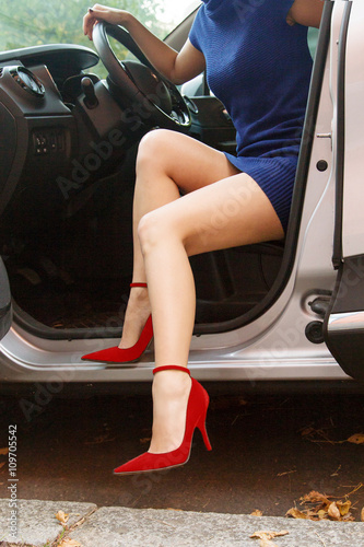 Shoes Heels With Legs Woman The And Driving Car High Beautiful I29EYWHeD