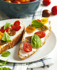 Croissant with tomato, basil and cream cheese