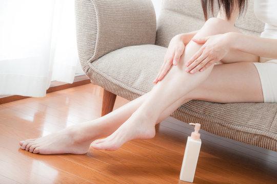 フットケア、足、美脚、脚線美、女性、乳液、化粧水