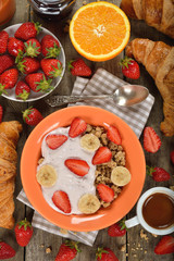 Muesli with yogurt and fresh strawberries