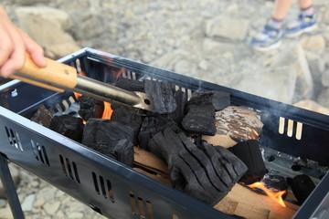 バーベキューでの炭火の準備