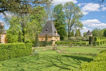 promenade au printemps dans les jardins d'eyrignac