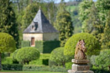statue cheval et jardin du manoir