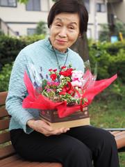 81歳の誕生日の母と息子からのお祝いのお花