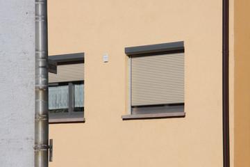 Fenster in älterem Wohnhaus
