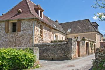 habitation dans un village du Périgord