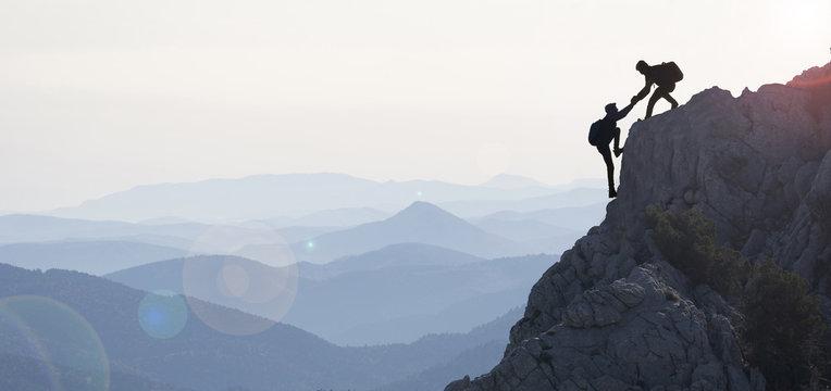 dağcılık yardımı & dağların zirvesine ulaşmak