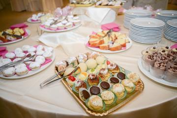 Buffet Di Dolci Battesimo : Noleggio tavoli e sedie milano appellandosi tavoli buffet