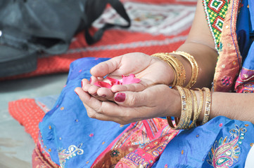 Hand Of Indian Bride Mother She Is Perfoming A Her Douters Weddings Retuals