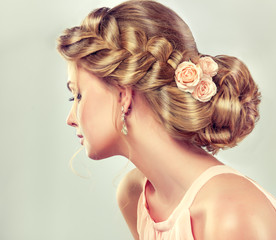 Papiers peints Salon de coiffure Beautiful model girl with elegant hairstyle . Beautiy woman with fashion wedding hair and colourful makeup