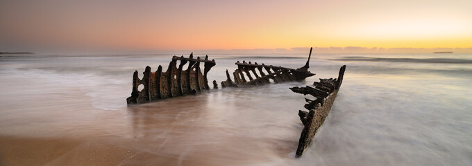 Printed kitchen splashbacks Australia Australia Landscape : Dicky Wreck at dawn