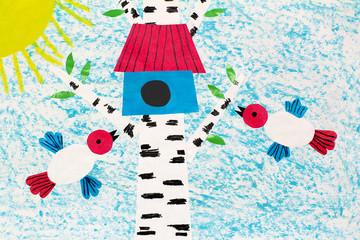 Цветная аппликация рисунок с птицами летящими к скворечнику на берёзе в солнечную погоду.