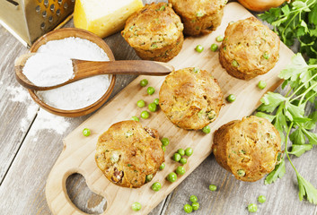 Muffins with green peas