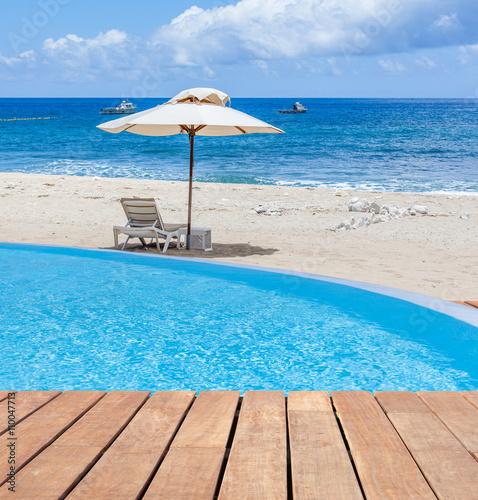 Piscine d bordement sur plage de boucan canot le de for Tarif piscine a debordement